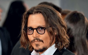 Vau, kakšen lepotec! Sin Johnnyja Deppa je na moč podoben slavnemu očetu, dekleta so navdušena!