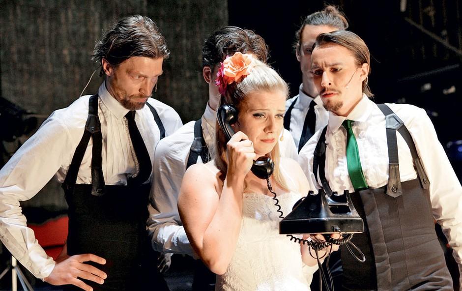 Dvorano je s svojo zabavno vlogo navdušila večkrat nagrajena igralka Jana Zupančič. (foto: Sašo Radej)