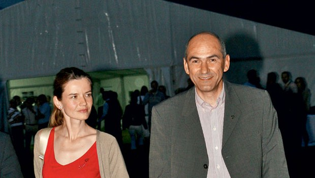 Urška in Janez Janša (foto: Goran Antley)