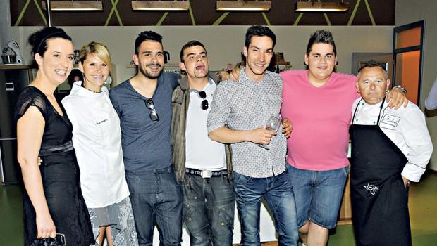 Nekdanji tekmeci v šovu Gostilna išče šefa, danes prijatelji: Julijana, Teja, Jani, Rok, Andrej, Nik in Zoran. (foto: Sašo Radej)