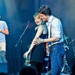 Zapeljivo pesem sta skupaj zapela Viktorija Bencik Emeršič in Domen Valič, ki sta skupaj tudi zaplesala.  (foto: Helena Kermelj)