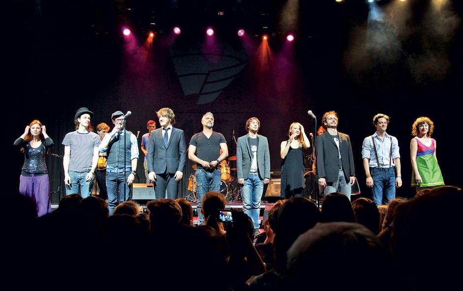 Igralska zasedba MGL je pripravila čisto pravi koncert z naslovom »Jaz(z) MGL«.  (foto: Helena Kermelj)