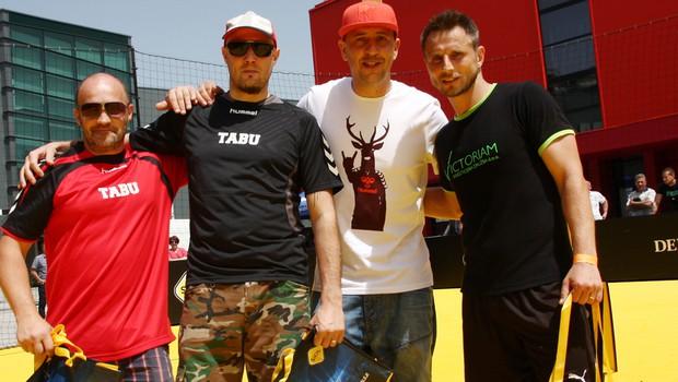 6 Pack Čukur je s pomočjo enega od igralcev malega nogometa na SiOL POKAL-u v strelih na gol ugnal Tabujevca Izija in Macota. (foto: Urša Drofenik)