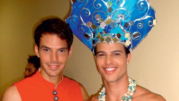 Matjaž in predstavnik Venezuele na uradni predstavitvi v nacionalnih kostumih. (foto: FOTO: misterslovenia.com)