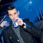 Vremenar na Planet TV, Bojan Ilijanić, je žalost zaradi slabega vremena zalil z gin tonikom ...  več njih. (foto: Sašo Radej)