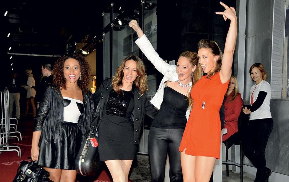 Londonsko zabavo v Playi  so s svojim  energičnim  nastopom in  odličnim  glasbenim  programom  popestrile seksi  »mrhe« iz  britanske  zasedbe High on heels.  (foto: Sašo Radej)