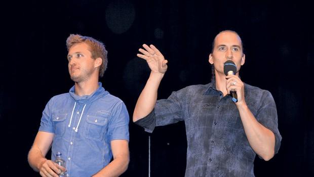 Denis Avdić in Vid  Valič sta na  Kongresnem trgu  odigrala še zadnjo,  223. ponovitev  uspešne komedije  Udar po moško.  (foto: Sašo Radej)