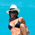 Nekdaj shujšana Nicole Richie je letos v kopalkah pokazala svoje povsem preoblikovano telo z oblinami. Všeč nam je! (foto: Profimedia)