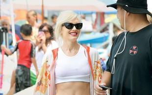 Gwen Stefani na plaži kazala izklesan trebušček