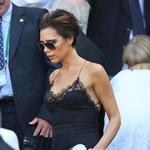 V črni oblekici je pozornost privabljala Victoria Beckham. (foto: Profimedia)