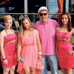 6Pack v objemu svojih deklet: Tine Vrdjuka, žene Nike in Tanje Rafolt, s katerimi je poskrbel za nepozabni glasbeni žur.  (foto: Mediaspeed)