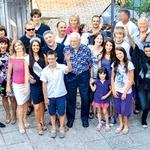 Povabljeni gostje, ki so se zbrali pri Maji, družinski člani, prijatelji iz Slovenije in Italije, misice, organizatorji in vsi, ki imajo radi Majo, so se zabavali tudi na Cotičevi domačiji. (foto: Agencija Queen)