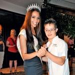 Maja je z veseljem zaplesala tudi z bratom Jernejem, ki je bil vidno ponosen na svojo sestrico. Plesalca, da jima ni para! (foto: Agencija Queen)