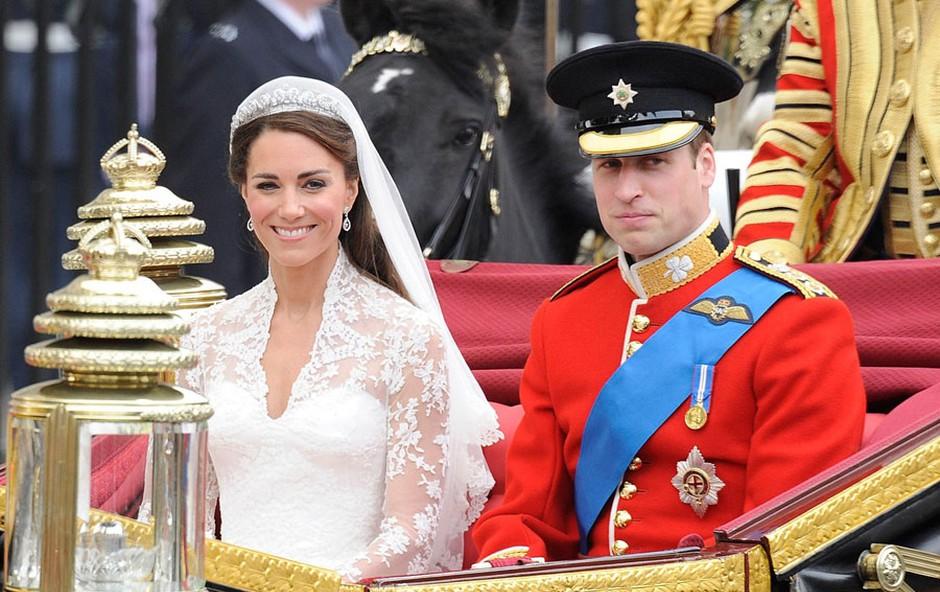 Poročna obleka, kakršno je nosila Kate Middleton, vas bo stala samo 170 evrov (foto: Profimedia)
