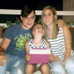 Omar je bil vesel druženja z razširjeno družino, na fotografiji s sestričnama Jasmino in Darine. (foto: Osebni arhiv)