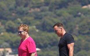 Elton John z izbrancem uživa v Saint Tropezu