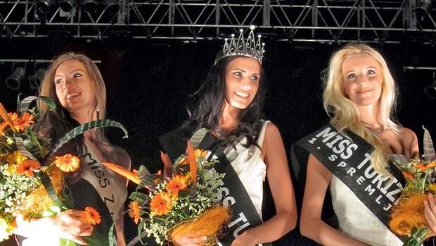 Miss turizma Slovenije  Sandra Skutnik v družbi dveh  zmagovalnih spremljevalk  Urške in Amande. (foto: ALPE)