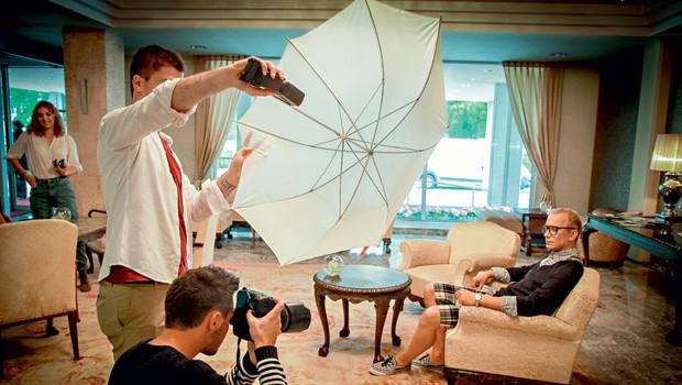 Recepcija Hotela Brdo je bila odlična izhodiščna točka za prvo fotografijo, saj je s svojim videzom vdahnila ravno pravšnjo mero modnega glamurja. (foto: Aleš Pavletič)