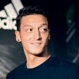 Mesut Özil zaradi seksa izgubil službo