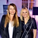 Pevki Anja Rupel in Nuša Derenda sta navdušili s svojim mladostnim videzom. (foto: Primož Predalič)