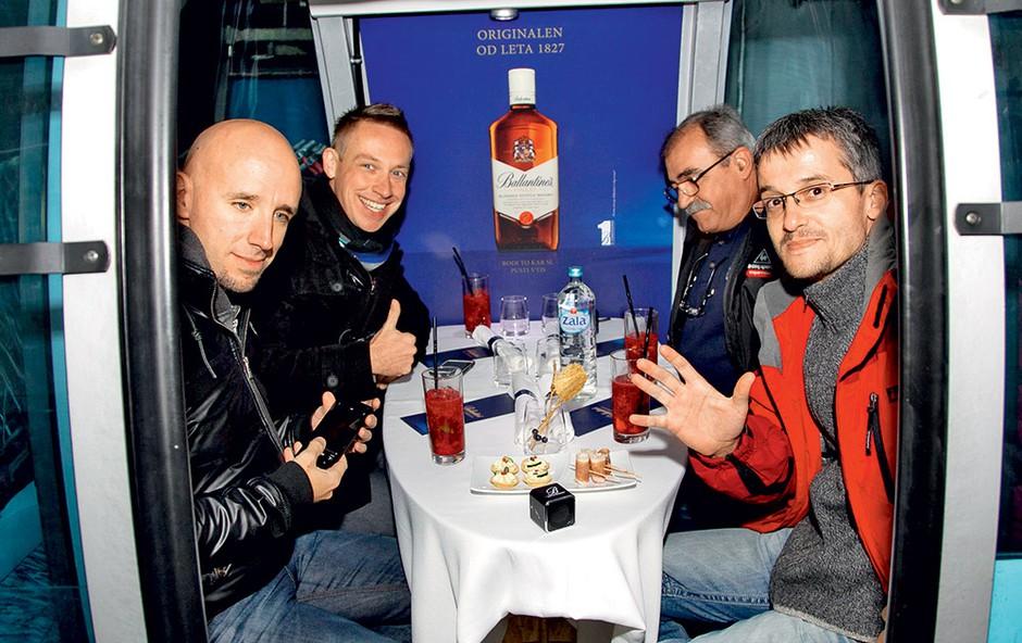 Ekipa radia Antena je uživala v izjemnem doživetju – večerji v gondoli na Krvavcu.  (foto: Mare Vavpotič)