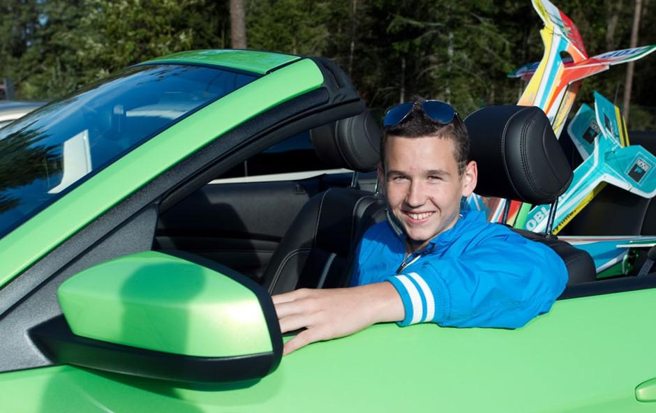 Dan Fordovih novosti je popestril Nik Oblak, virtuoz z letali. (foto: Mediaspeed)