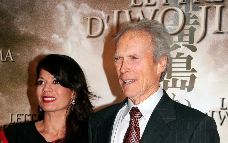 Clint in Dina Eastwood v Parizu v začetku oktobra 2013. (foto: profimedia)
