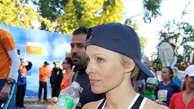 Pamela Anderson ujeta na newyorškem maratonu (foto: Profimedia)
