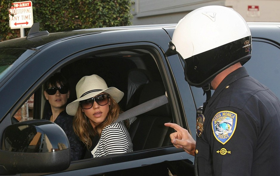 Jessica Alba je dobila kazen, ker je vozila v napačno smer!  (foto: Profimedia)