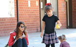 Igralka Jessica Alba ujeta z družino