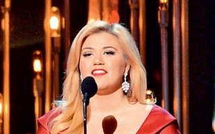 Kelly Clarkson bo zibala