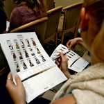 Vse udeleženke so imele priložnost izvedeti odtenek barve, ki ustreza njihovim lasem. (foto: Helena Kermelj)