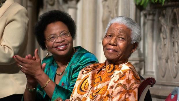 Nelson Mandela s svojo tretjo ženo Graco Machel (foto: Profimedia)