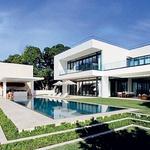 Čeprav je Miami ob morju, mora imeti vsakdo, ki ima veliko denarja, svoj lepi in veliki bazen. (foto: Profimedia)