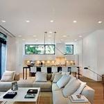 Največkrat se verjetno prebivalci vile zadržujejo v lepi in prostorni dnevni sobi. (foto: Profimedia)