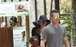 Družinica Jolie Pitt ujeta v živalskem vrtu