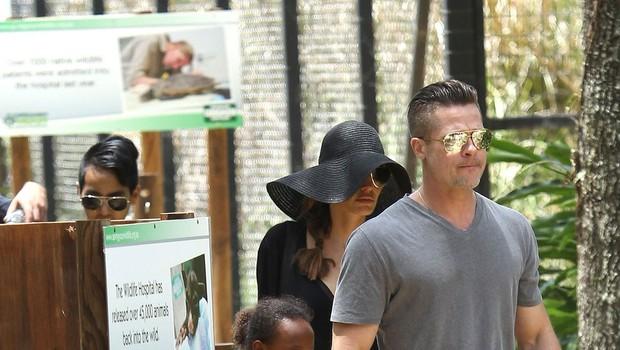 Družinica Jolie Pitt ujeta v živalskem vrtu (foto: Profimedia)