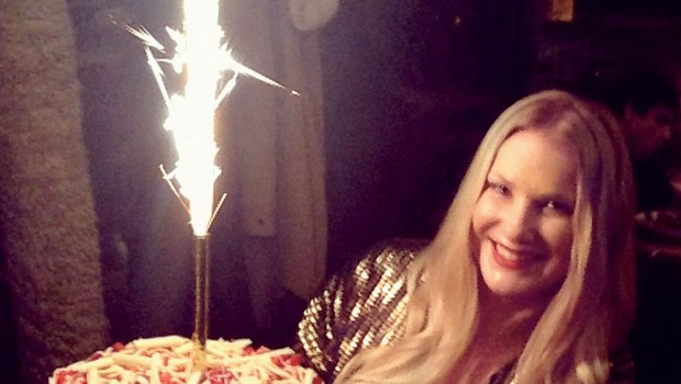 Za rojstni dan so jo  presenetili z njeno  najljubšo jagodno  torto.  (foto: osebni arhiv)