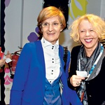 Nasmejani prijateljici iz  umetniških vod:  Mojca Kreft in  Mojca Makuc (foto: Zaklop.com)