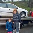 Suzana Jakšič z vnukinjo obstala sredi ceste