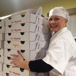 Pomagala je pri pripravi, peki in prodaji več tisoč krofov. (foto: Radio Center)