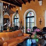 Gianni je poskrbel, da je v hiši vse v  slogu do zadnje podrobnosti.  (foto: Profimedia)