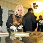 Pevka Alya se je s  čokolado odlično  znašla, a priznala,  da bolj kot v izdelavi  uživa v okušanju.  (foto: Sašo Radej)