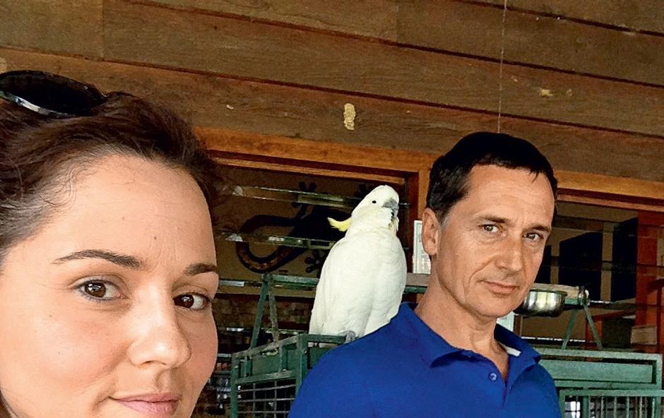 Katarina je pojasnila, da so kakaduji v Avstraliji kot naši golobi in da letajo povsod, prav tako pa neprijetno vreščijo.  (foto: osebni arhiv)