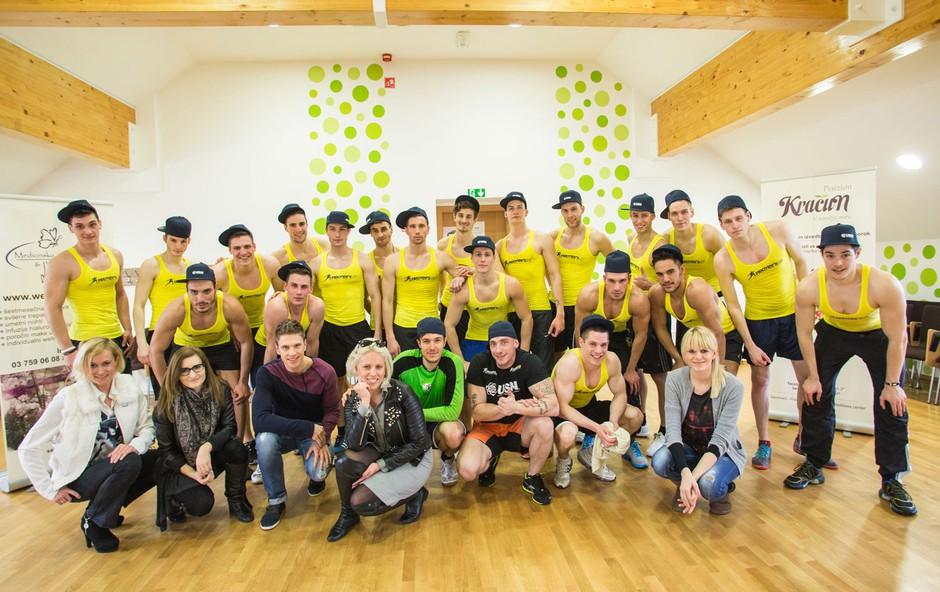 Skupinska fotografija s kandidati in žiranti po napornem treningu s predstavnikom Proteini.si Denisom Porčičom Chorchypom. (foto: Luka Brataševec)