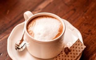V izbranih kavarnah poleg kave prejmete Poezijko