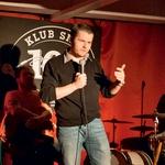 Na odprtju kluba smeha je nastopil  tudi televizijec Jure Godler.  (foto: Simon Mur)