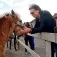 Jan Plestenjak s Tino obiskal konje