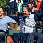 Na vozičku se je v košarki preizkusil tudi igralec  Jure Ivanušič. (foto: revija Lea)
