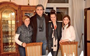 Jan Plestenjak z nagrajenkami na romantični večerji